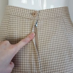 Vintage Skirts - Vintage Tan Houndstooth Pencil Skirt